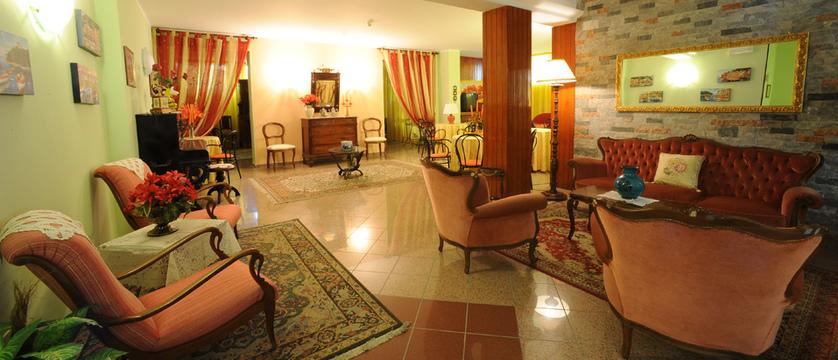 Hotel Cristallo Lounge.jpg